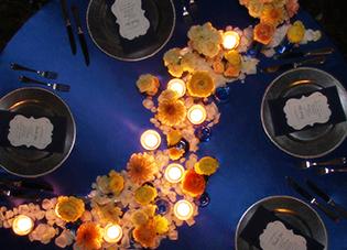 テーブルを横断する、幻想的な天の川コーデ