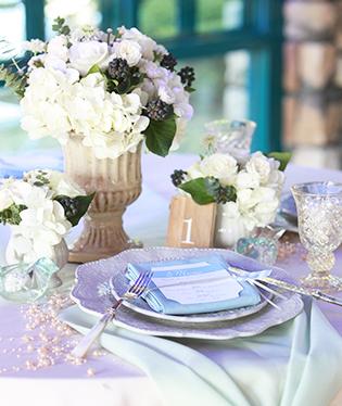 装花は白いあじさい。水色アイテムが差色に
