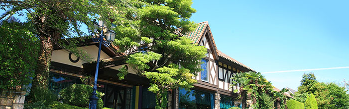 レンガ造りの街カーメルタウンをモチーフに造られたレストラン